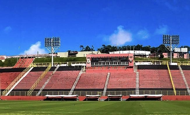 Campo de jogo do clube baiano está renovado. Foto: Letícia Martins / ECV