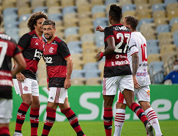 Novo impasse após o retorno da última quarta-feira. Foto: Alexandre Vidal/Flamengo