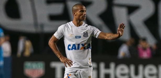 Carlos Sanchéz estreou com a camisa do Santos no dia 4 de agosto