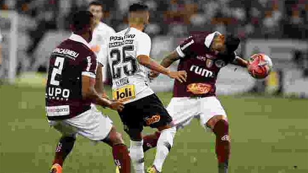 596f941a65c Corinthians sofre em Itaquera mas avança. Agora