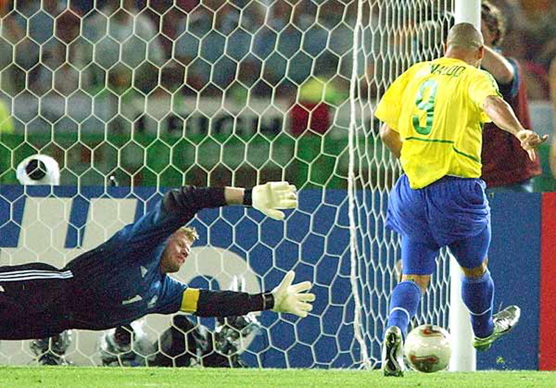 Placar sai do zero quando Ronaldo aproveitou rebote de Oliver Kahn. Foto: Reprodução
