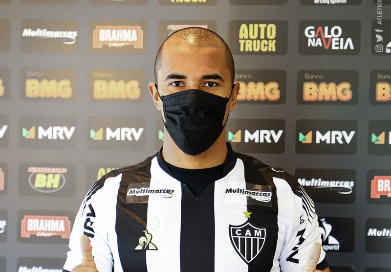 Zagueiro chega por empréstimo ao clube mineiro. Foto: Divulgação / CAM