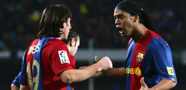 Ronaldinho e Messi comemoram gol do Barcelona