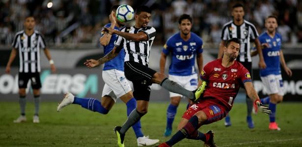 Com o empate, o Botafogo chega aos 26 pontos e assume a 14ª posição do Campeonato Brasileiro