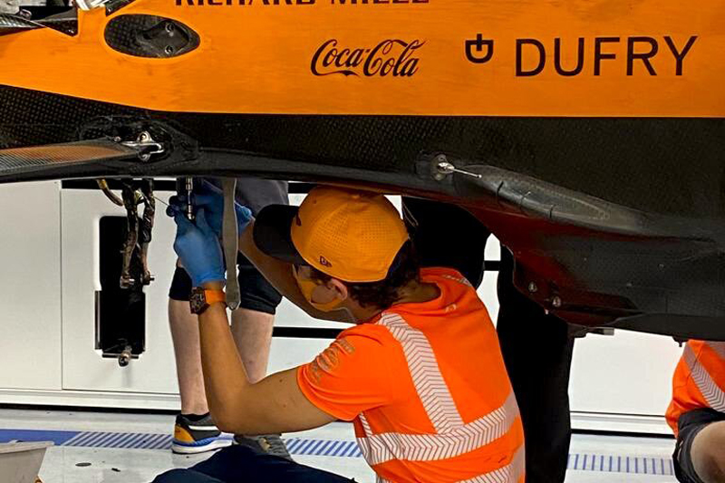 Lando Norris na desmontagem de sua McLaren após o GP da Hungria. Foto: arquivo pessoal / Lando Norris