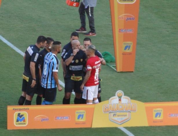 Maicon e D´Alessandro discutiram antes mesmo de a bola rolar no Beira-Rio
