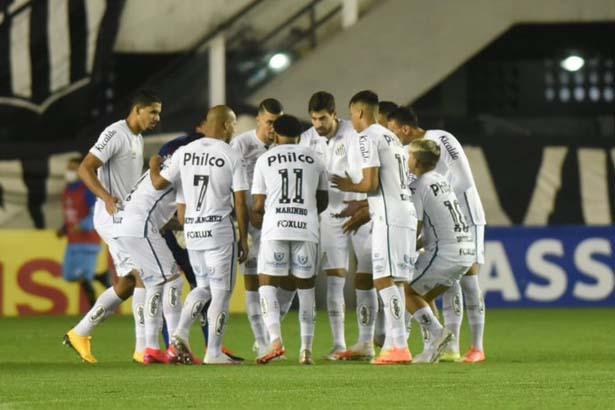 Equipe da Vila começou na frente mas sofreu com um jogador a menos. Foto: Twitter do Santos Futebol Clube