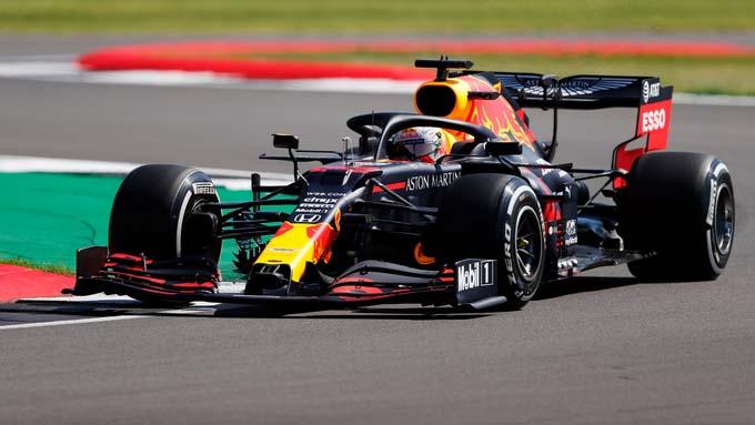 Holandês da Red Bull foi o mais rápido no circuito inglês. Foto: Aston Martin Red Bull Racing