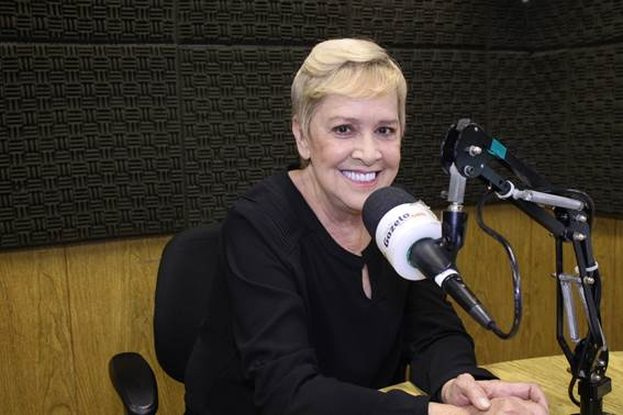 A apresentadora Regiani Ritter, vai comandar o programa  de aniversário