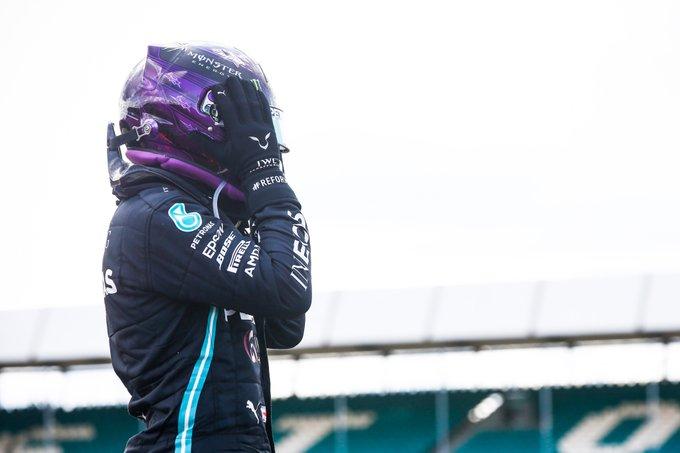 Inglês quase não acreditou que conseguiu triunfar com o problema no final. Foto: Mercedes-AMG F1