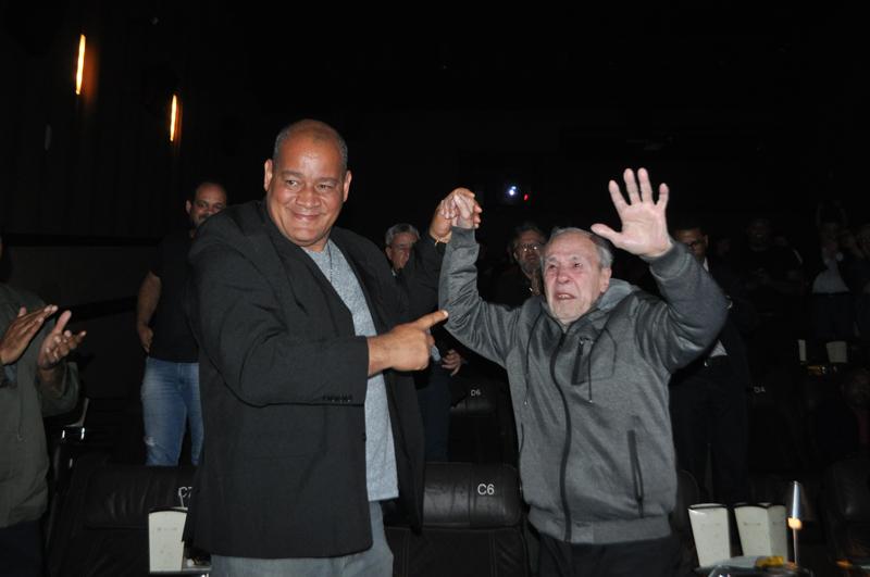 Aos 82 anos, o bicampeão mundial de boxe assistiu o filme que retrata sua vida. Foto: Marcos Júnior Micheletti/Portal TT