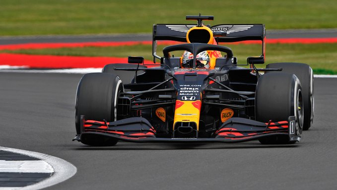 Holandês foi brilhante para seu nono triunfo na categoria. Foto: Aston Martin Red Bull Racing
