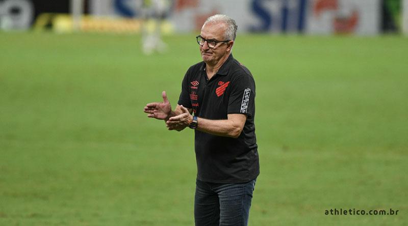 Treinador gostou do desempenho do Furacão diante do Fortaleza. Foto: Fabio Wosniak/Site Oficial do CAP