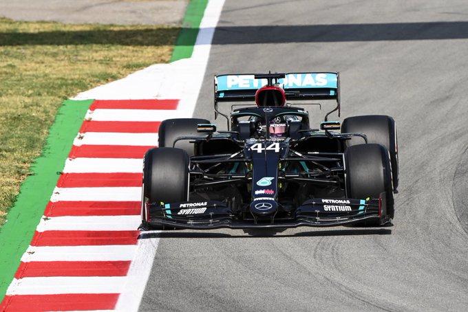 Britânico levou a Mercedes ao topo em Barcelona. Foto: AMG-Mercedes F1