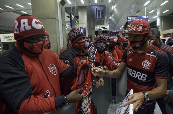 O novo reforço do Flamengo também participou de uma live, nesse sábado. (Foto: Flamengo)