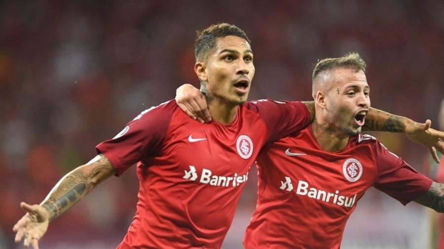 Guerrero comemora gol do Inter contra o Palestino pela Libertadores