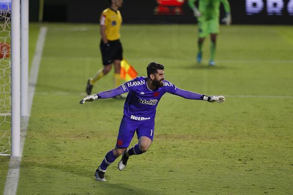 Goleiro defendeu dois pênaltis contra o Goiás pela Copa do Brasil. Foto: Rafael Ribeiro/Vasco