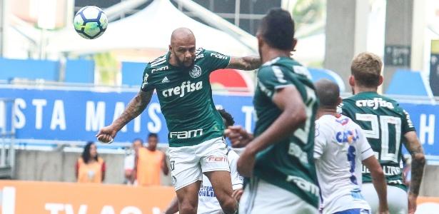 O Palmeiras melhorou após as entradas de Dudu e Willian no segundo tempo