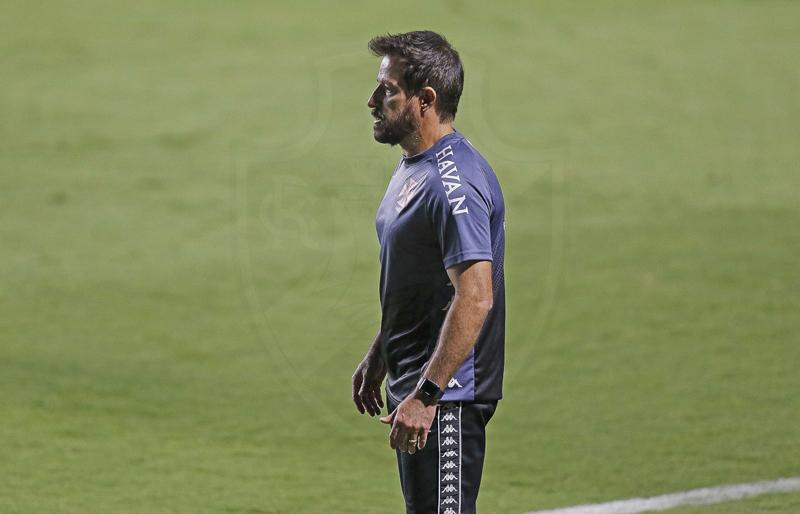 Ramon Menezes, técnico cruzmaltino, tem apenas um desfalque para o jogo. Foto: Rafael Ribeiro/Vasco