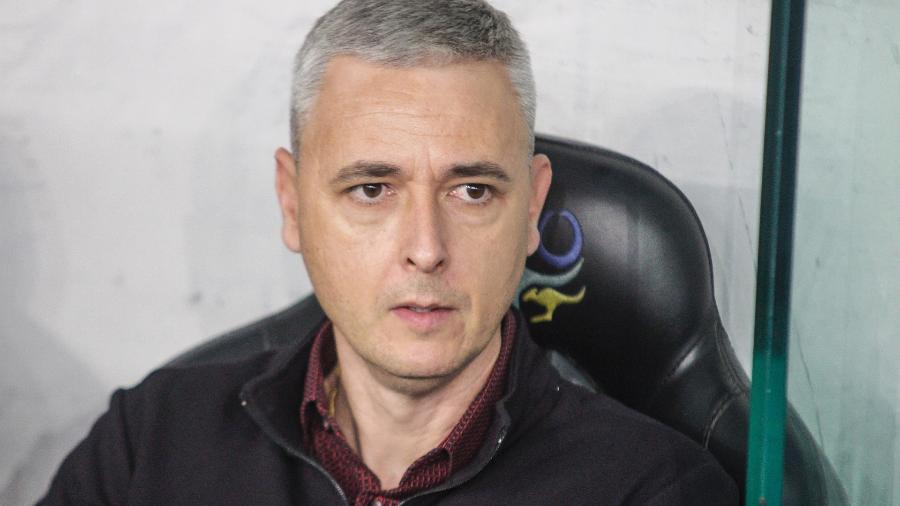 Tiago Nunes, técnico do Athletico, está na mira do Atlético-MG para esta temporada