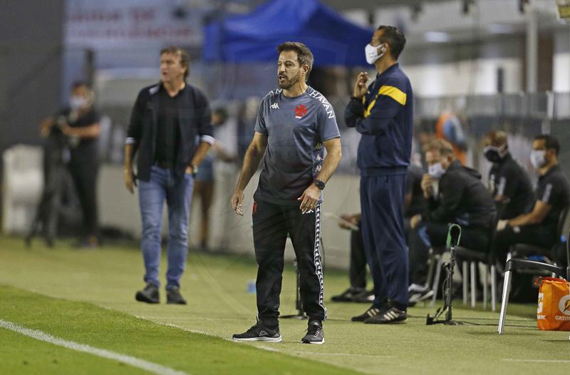 Treinador comando a equipe no empate diante do Santos. Foto: Rafael Ribeiro/Vasco