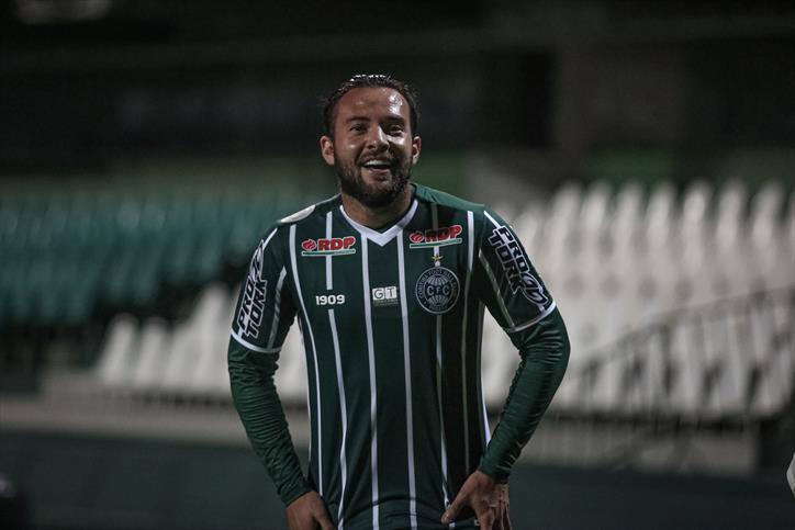 Meia até pensou em abandonar o futebol. Foto: Divulgação/Coritiba