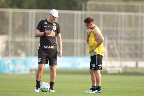 Treinador Tiago Nunes segue pressionado. Foto: Rodrigo Coca/Agência Corinthians