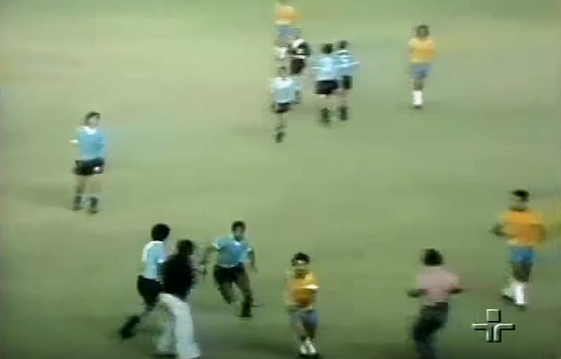 Ramirez, que depois jogou pelo Flamengo, correu atrás do craque brasileiro ao término da partida
