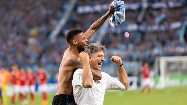André e Renato comemoram título do Gauchão 2019. Foto: Jeferson Guareze/AGIF/Via UOL