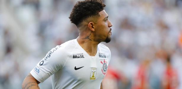 Douglas marcou o gol do Timão que ajudou os rivais. Foto: Daniel Vorley/AGIF/Via UOL