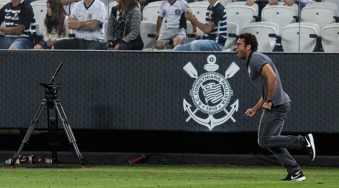 Alberto Valentim comemora empate em Itaquera