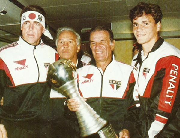 """Figuras históricas do Tricolor montam """"colegiado celeste"""" para salvar o clube da queda na primeira fase"""