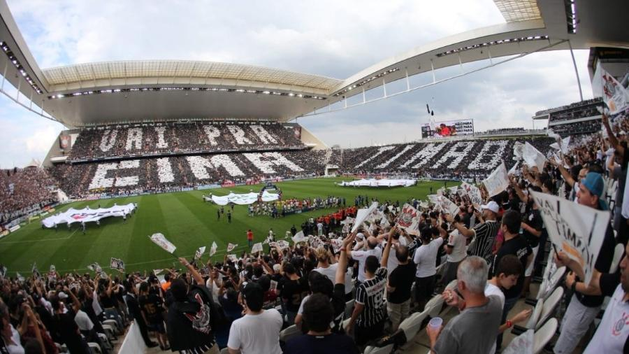 Parte da torcida do Corinthians entoou canto homofóbico durante clássico na Arena