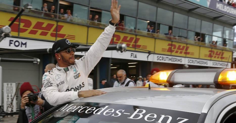 Inglês conseguiu superar Rosberg e os dois carros da Ferrari para largar pela 50ª vez na frente