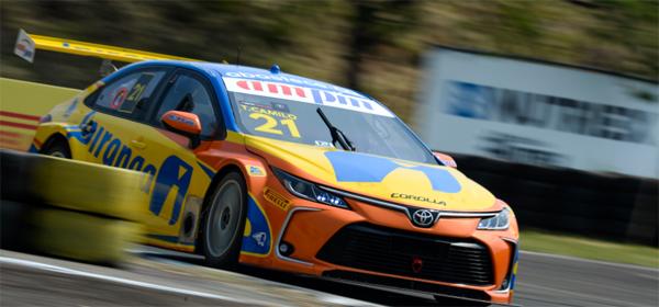 Piloto da Ipiranga Racing larga na frente na prova deste sábado. Foto: Duda Bairros/Vicar