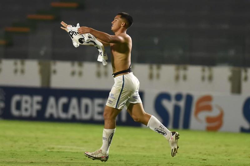 Aos 17 anos, Marcos Leonardo marcou o gol da vitória do Santos sobre o Goiás. Foto: Ivan Storti/Santos FC