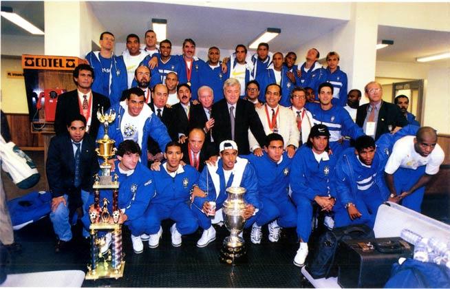bbf7b7d0328cc ... desacreditado Brasil venceu a Copa América da Bolívia após bater os  donos da casa por 3 a 1 na final. A conquista ficou marcada por dois  motivos  foi a ...