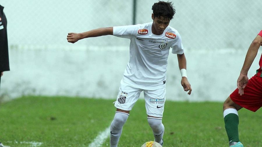 Lucas Yanase defendeu o Santos entre 2013 e 2014. Foto: Pedro Ernesto Guerra Azevedo/Divulgação Santos FC