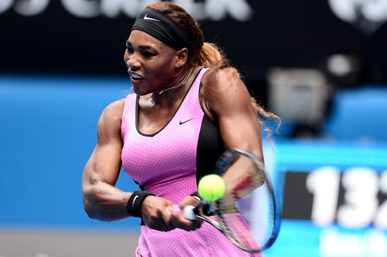 Em um primeiro set equilibrado, o game inicial muito ruim de Serena Williams fez a diferença