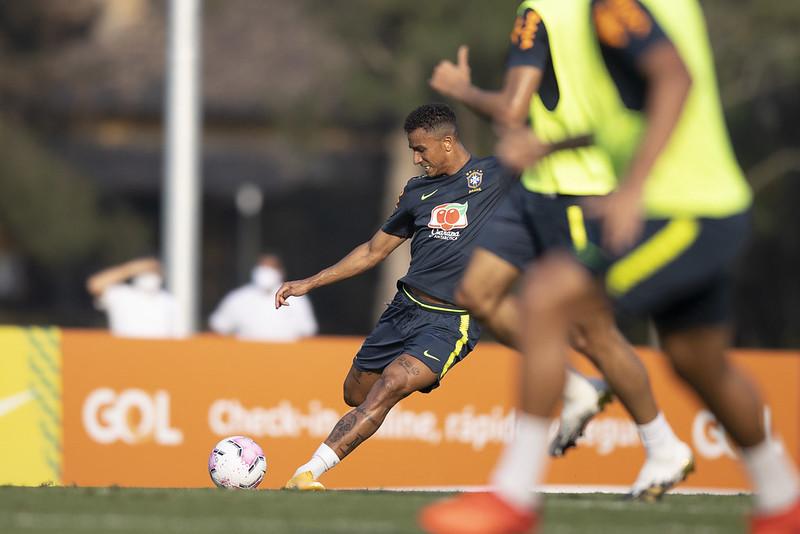 Danilo e Renan Lodi devem iniciar como titulares a partida contra a Venezuela na estreia do Brasil nas eliminatórias. Foto: Lucas Figueiredo/CBF