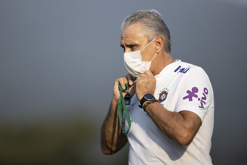 Técnico da seleção explicou ainda que Everton Ribeiro pode ficar com a vaga de Neymar. Foto: Lucas Figueiredo/CBF
