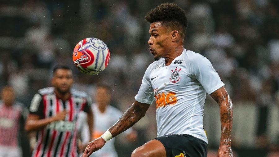 Junior Urso deu a receita para o Corinthians ser menos pressionado e criar mais jogadas de ataque