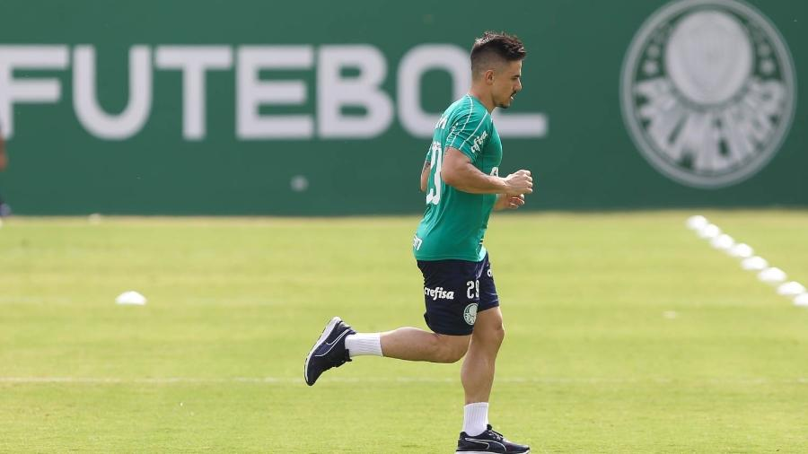 Willian em treino do Palmeiras na Academia de Futebol
