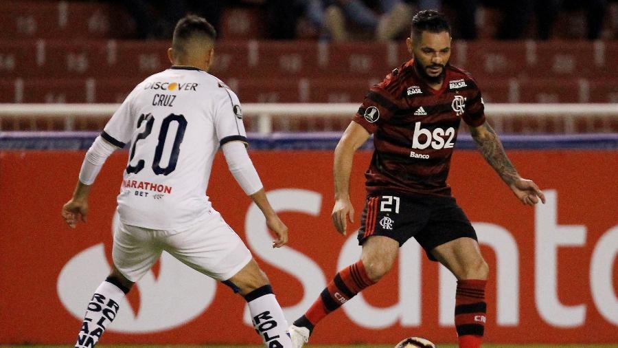 Pará em ação durante jogo do Flamengo contra a LDU