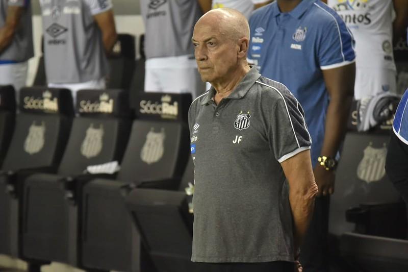 Demitido do Santos após 15 jogos, técnico português comentou as dificuldades encontradas no Brasil. Foto: Ivan Storti/Santos FC