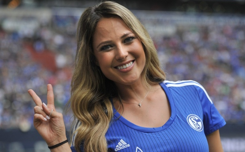 O que ocorreu é que Vanessa foi acompanhar a Schalke Cup, que teve uma partida entre o time da casa e o Malaga