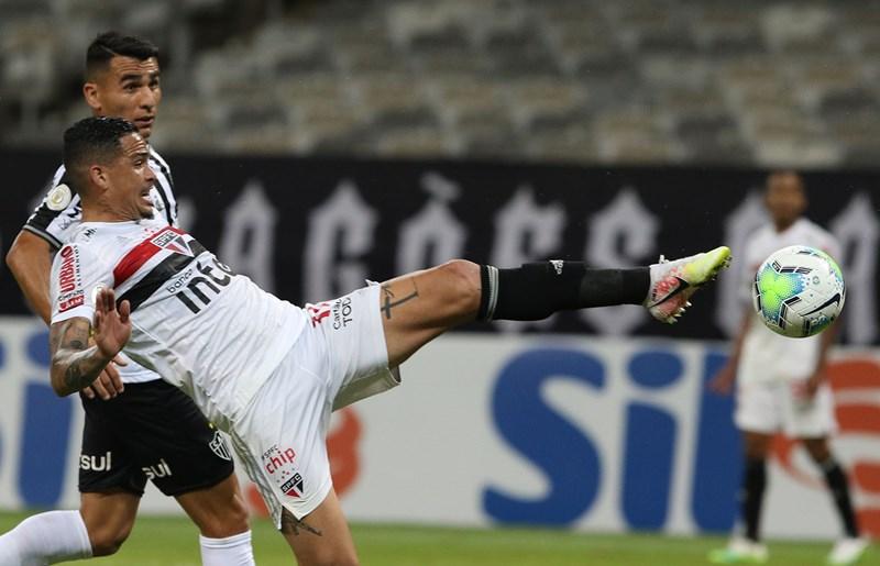 Tricolor Paulista alega erro de direito do VAR ao anular gol de Luciano na partida contra o Galo. Foto: Rubens Chiri/saopaulofc.net