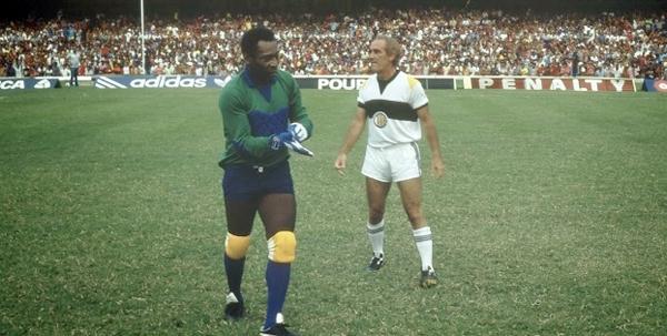 Em 1986, Pelé participou contracenou com Renato Aragão em Os Trapalhões e o Rei do Futebol.