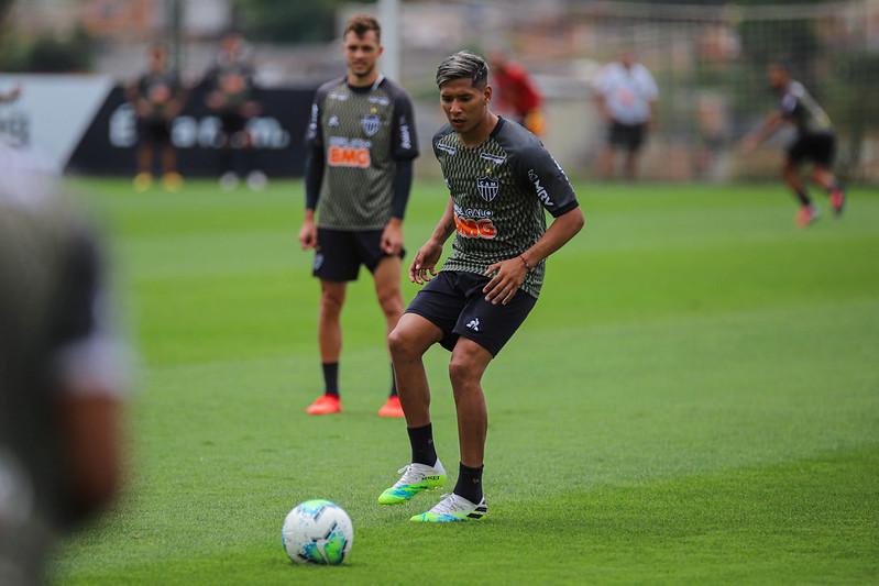 Galo pode promover a estreia do meia argentino Zaracho. Foto: Pedro Souza / Atlético