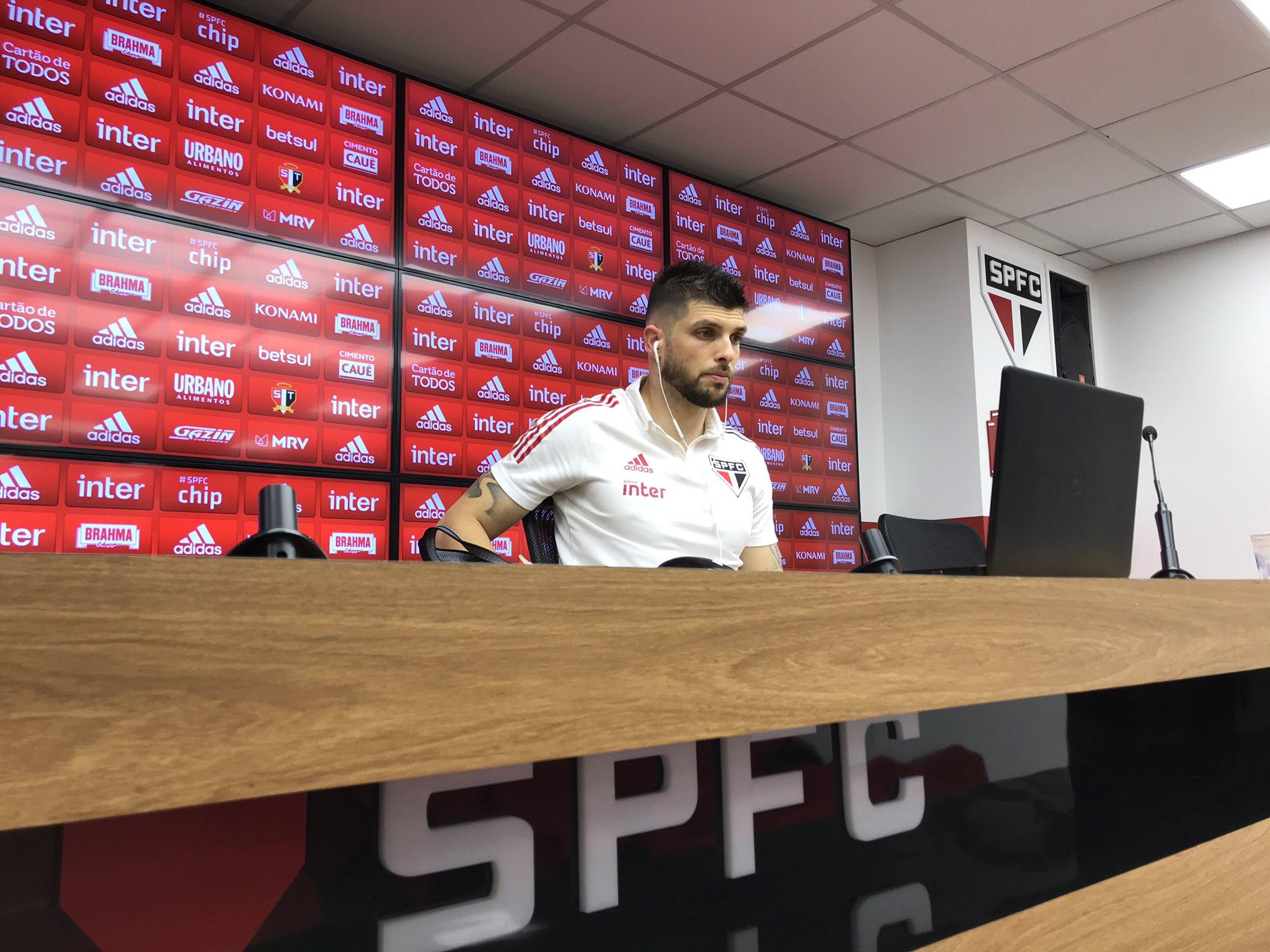 Tiago Volpi rasga elogios a Fernando Diniz: